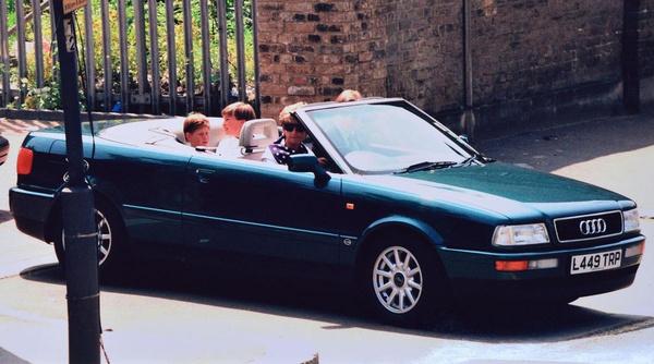 Диана часто ездила на легендарном автомобиле вместе с детьми