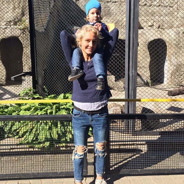 Катя Гордон и Даня во время той самой прогулки по зоопарку