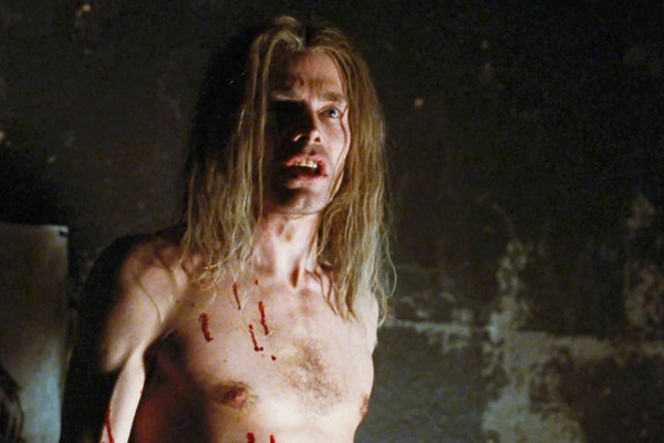Майкл Масси сыграл злодея Фанбоя, который выстрелил в героя Ли