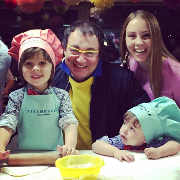 Семья старается ужинать вместе