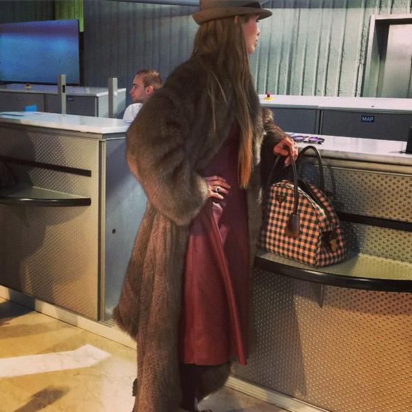 Новости: Виктория Боня носит одеяло из соболя – фото №2