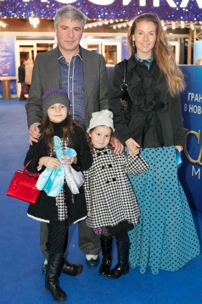 Сосо вместе с Ириной и любимыми дочками