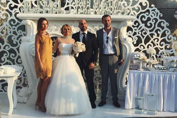 Анна и Артур празднуют свадьбу в Доме музыки