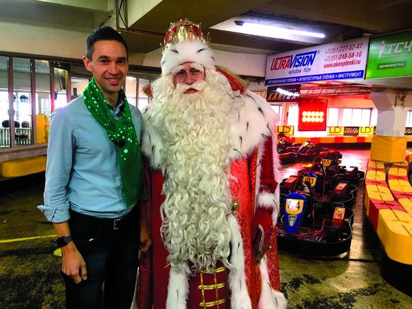 Сергей является помощником Деда Мороза