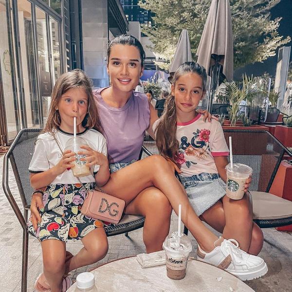 Сейчас Ксения проводит все свободное время с детьми