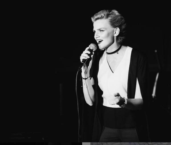 Ирина преподавала вокал и выступала в клубах