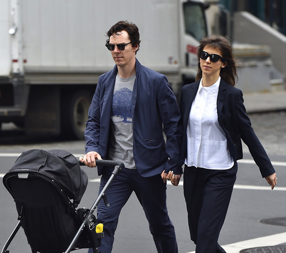 Бенедикт Камбербэтч на прогулке с семьей