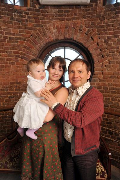Студентка Екатерина подарила актеру дочь Варю