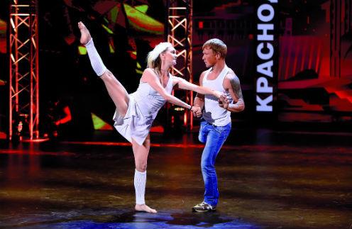 В эфире шоу «Танцы» 24 октября Женя отказался от дальнейшего участия в программе, а его партнерша Даша прошла в следующий тур
