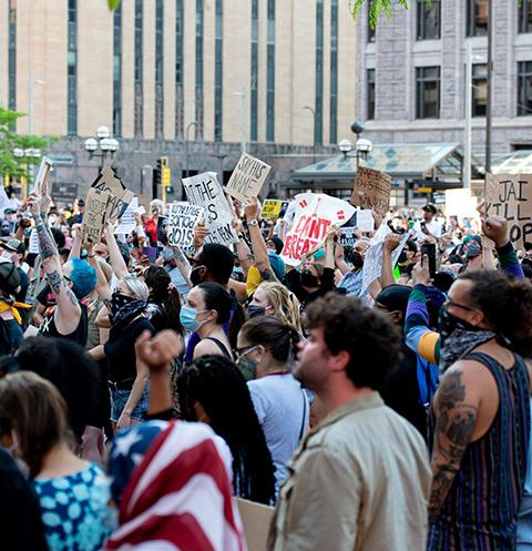 Из-за инцидентов в Америке начались бунты