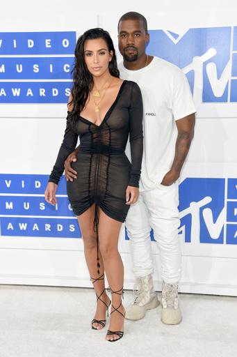На церемонии MTV Video Music Awards в 2016-м Ким Кардашьян предстала в прозрачном платье