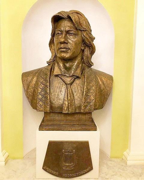 Памятник оперному гению в Москве