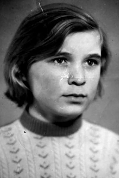 Первой любовью артиста стала деревенская девушка Любовь Вдовина