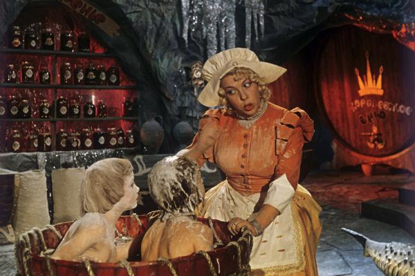 Сказку «Королевство кривых зеркал» возлюбленный Носовой Виталий Губарев посвятил именно ей