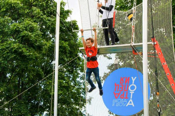 Стиль жизни: В Парке Горького открылась летняя школа воздушной гимнастики «Трапеция Yota» – фото №2