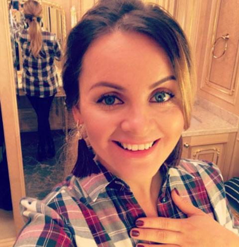 Юлия Проскурякова зажгла в караоке-баре