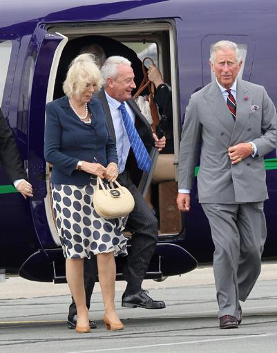 Принц Чарльз с Камиллой прибыли на базу