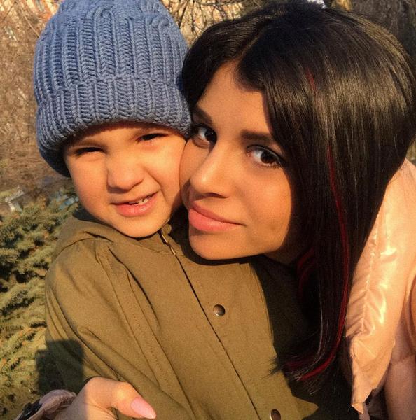 Алиана обязала экс-супруга платить алименты на сына