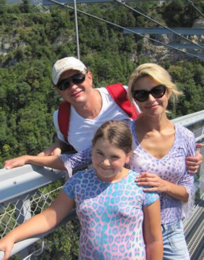 Екатерина Архарова и Марат Башаров с дочерью в Сочи