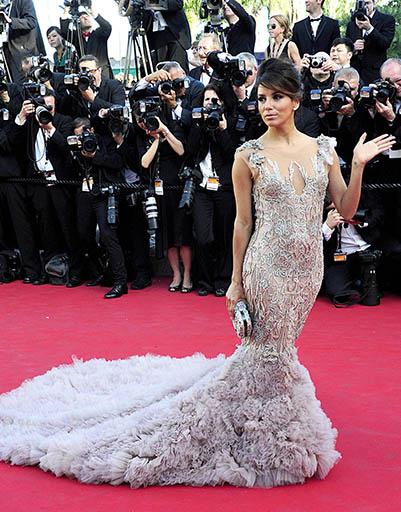 Ева Лонгория продемонстрировала, насколько шикарно смотрятся на ковровой дорожке платья со шлейфом