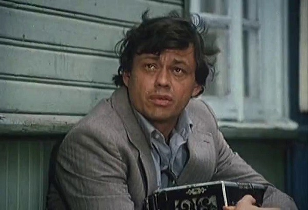Караченцов в роли беспечного на первый взгляд Васьки