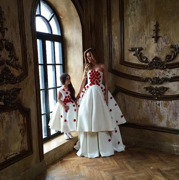 Новости: Ксения Бородина примеряет белое платье – фото №3
