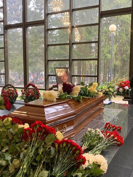 Гроб с телом Александра Колтового закрытый