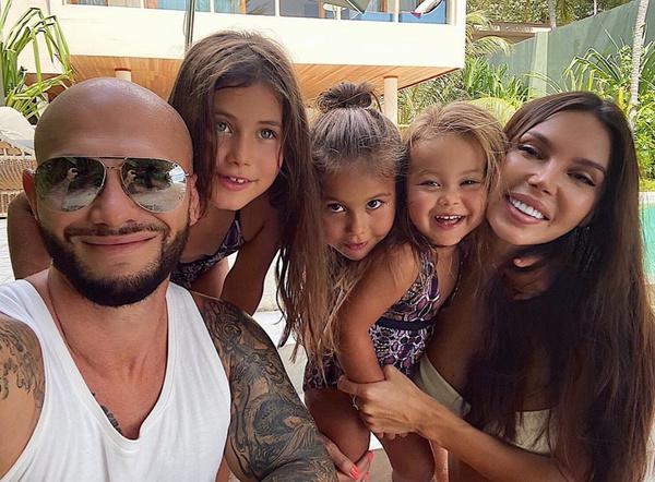 Оксана Самойлова и Джиган воспитывают троих девочек