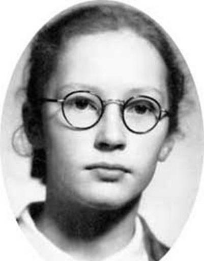 Это детское фото Пугачевой знакомо многим
