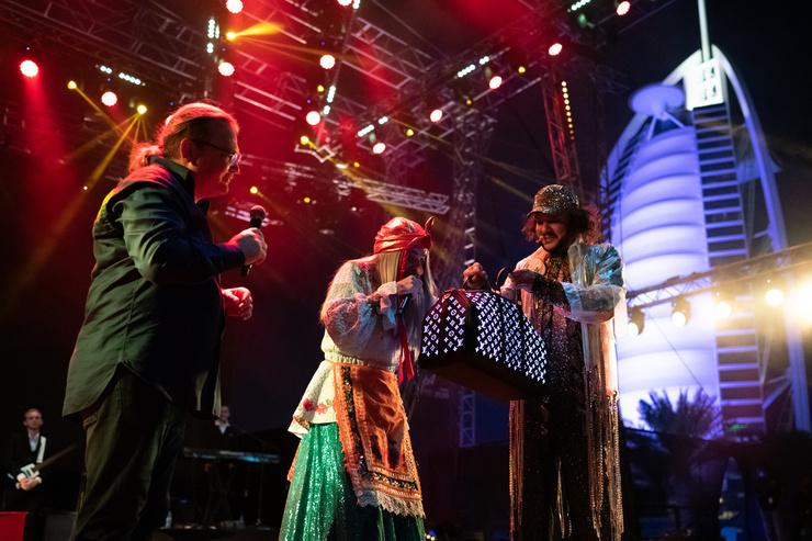 Вместе с мадам BABA YAGA Морозов вручил Киркорову подарок
