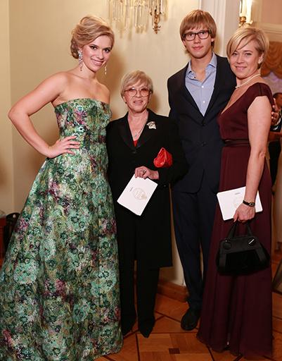 Алиса Фрейндлих с дочерью и внуками