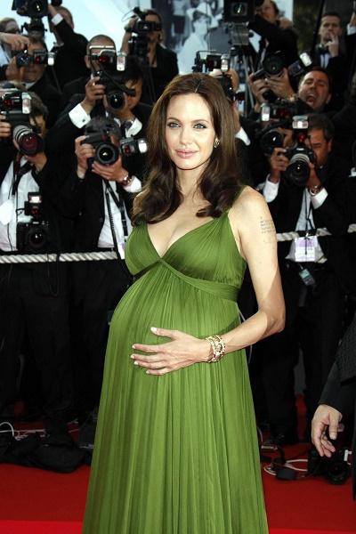 Анджелина Джоли родила возлюбленному близнецов