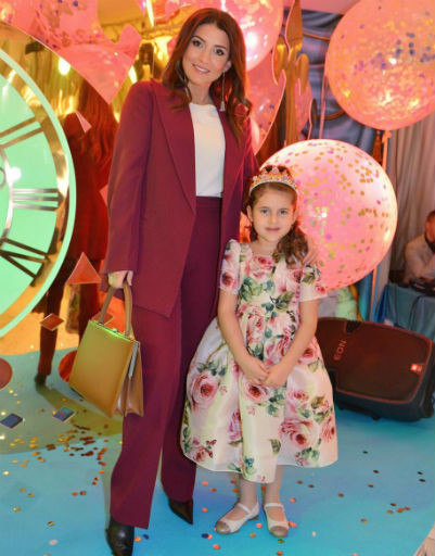 Певица Жасмин с дочерью