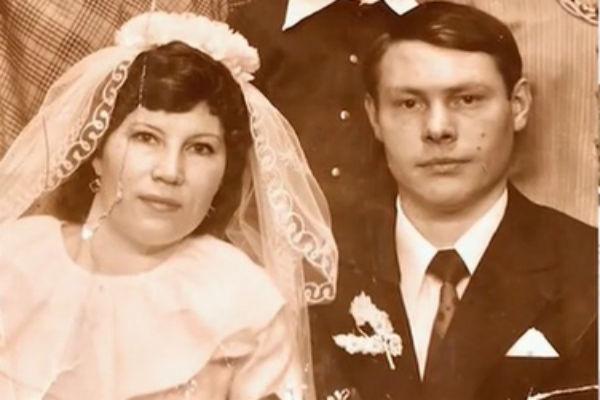 Родители актрисы любили друг друга даже после развода, поэтому продолжали жить вместе