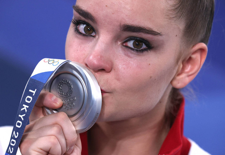 Дина Аверина и ее серебряная медаль с золотым отливом