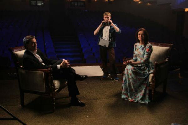 Первым гостем в студии программы Ирины Безруковой стал Сергей Безруков