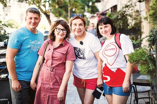 Из Марины Федункив, Жени и двух Юль вышел отличный квартет