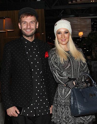 Лера Кудрявцева и Андрей Разыграев сделали во фритюрнице креветки с васаби