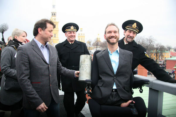 Общество: Ник Вуйчич выстрелил из пушки Петропавловской крепости  – фото №4