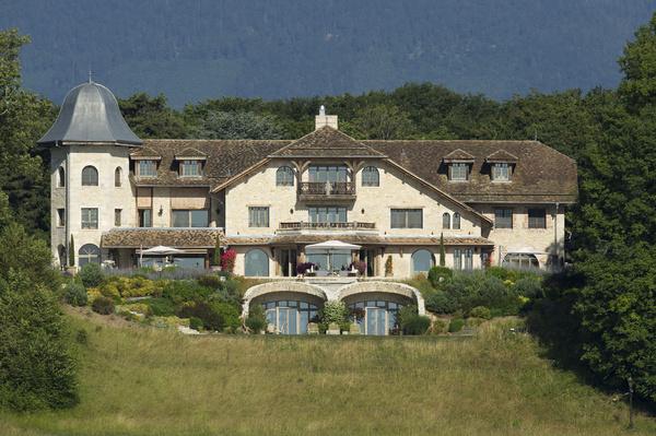 После клиники реабилитация гонщика продолжилась в его доме в Швейцарии