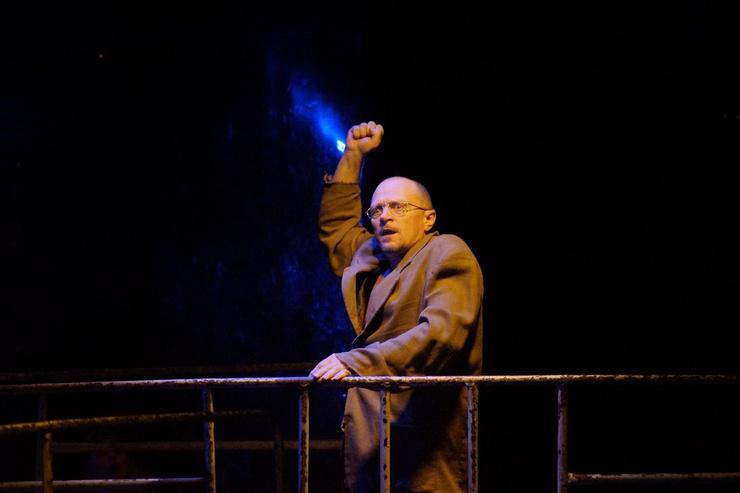 Дмитрий Гусев на сцене театра