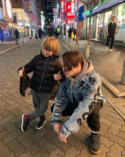 Старший и младший сыновья Рудковской хорошо общаются между собой