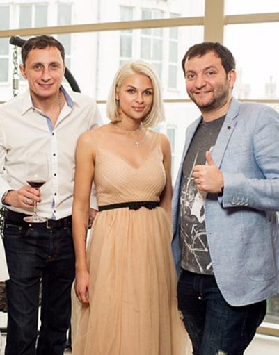 Вадим Галыгин с супругой Ольгой и ресторатор Илья Эстеров