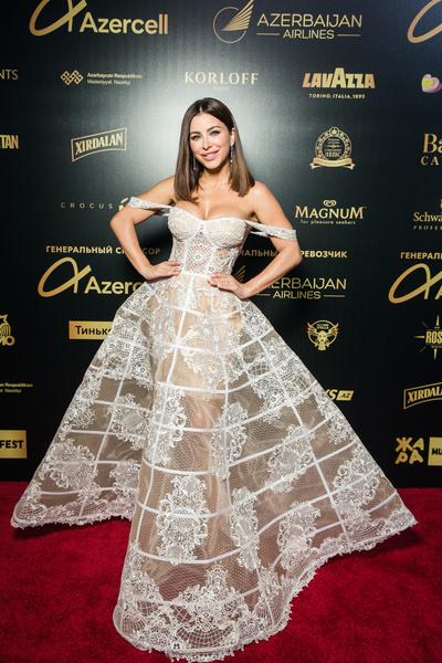 Платье похоже на свадебное