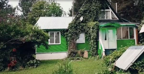 Владимиру Кореневу отремонтировали террасу на даче к юбилею