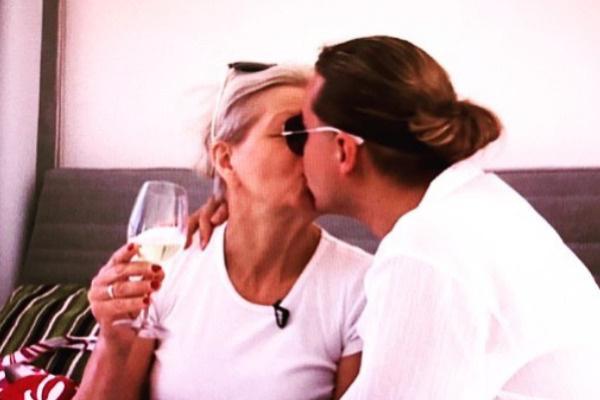 Гоген обожает супругу
