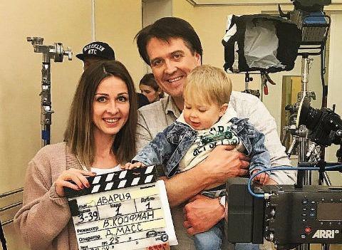 Денис Матросов тяжело переносит разлуку с малышом