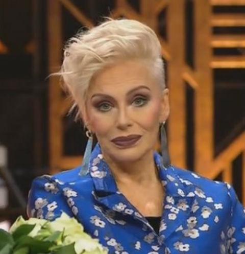 За время съемок певица поменяла несколько костюмов