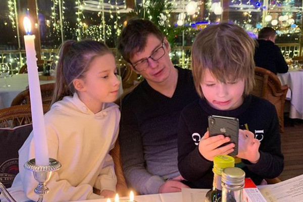 Аршавин устроил дочери праздник в ресторане