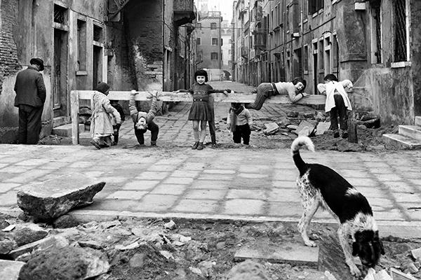 Элио Чиол «Играющие в Кьодже», 1961